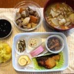 黒豆,きんとん,田作り,酢れんこん,松前漬,炒り鶏,ブリ照り焼き